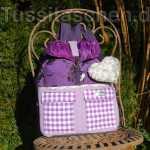 Rucksack aus violetter Baumwolle mit Blümchen-Herz, Innentasche und 7 Außentaschen. Verkauft.
